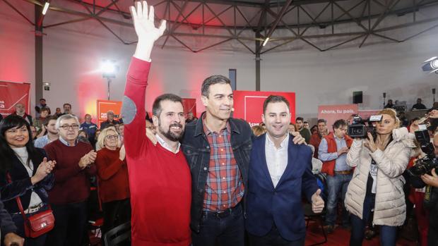 Tudanca, Sánchez y Cendón, durante la asamblea abierta socialista celebrada este pasado martes en León