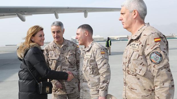 María Dolores de Cospedal,a su llegada al aereopuerto intrernacional de Kabul
