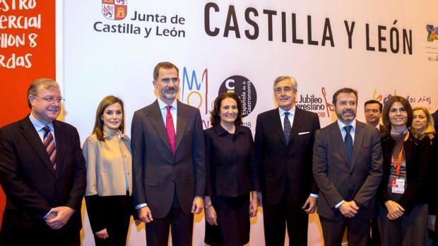 Los Reyes, junto al alcalde de León, Antonio Silván, ayer en Fitur