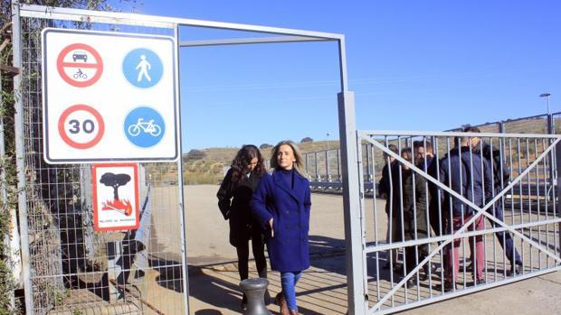 Milagros Tolón, en la apertura del nuevo puente peatonal