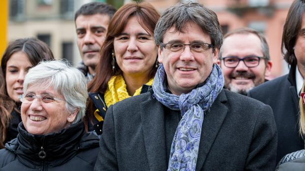 Carles Puigdemont y Clara Ponsatí en Bruselas