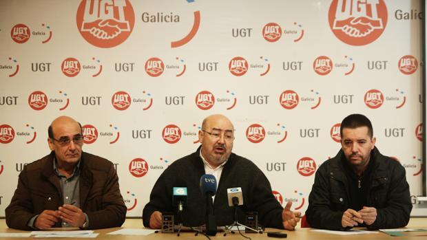 El secretario general de Unións Agrarias, Roberto García, en el centro