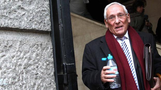 El expresidente de la Diputación Provincial de Segovia y de Caja Segovia, Atilano Soto, después de declarar ante el juzgado número 2 por el caso de las retribuciones millonarias de la extinguida Caja Segovia en el año 2014