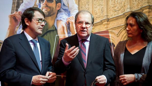 Herrera, flanqueado por Mañueco y Cirac, durante su intervención este pasado jueves en Fitur