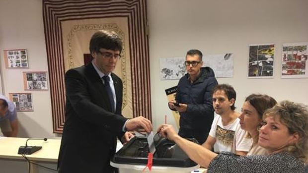 Puigdemont votando el 1-O