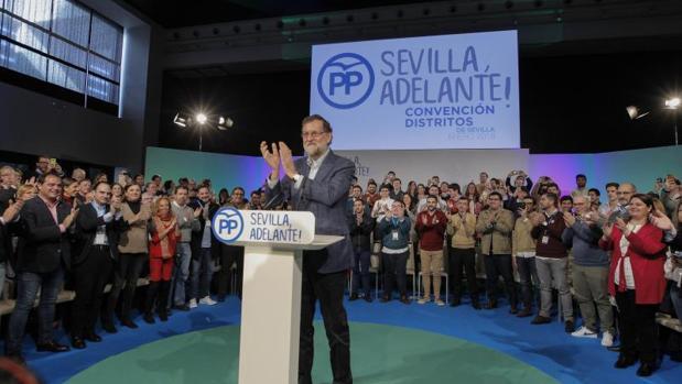 Rajoy, en un acto ayer con el PP de Sevilla