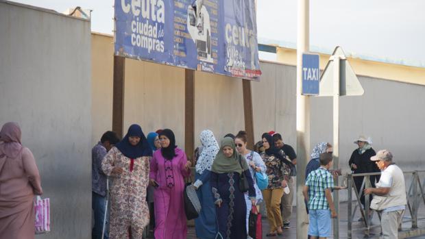 Frontera entre España y Marruecos en Ceuta, en el Tarajal