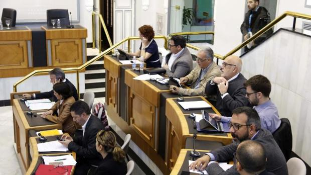 Diputados de la oposición en el Pleno de la Diputación de Alicante
