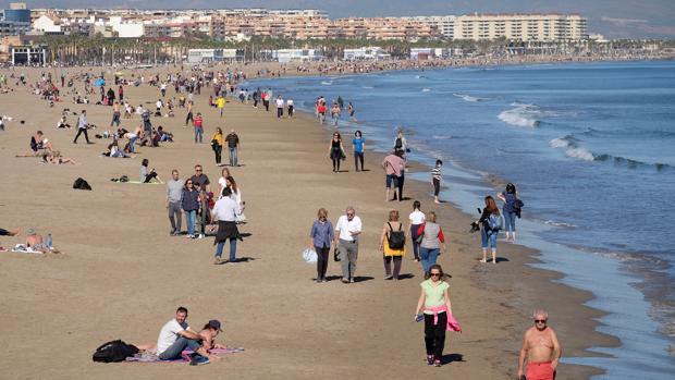 Imagen de este lunes de San Vicente Mártir en las playas de Valencia