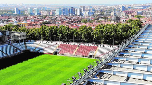 Vista aérea del interior del estadio de Vallecas y su fondo sur