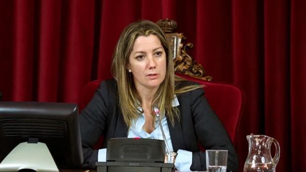 La alcaldesa de Lugo, Lara Méndez, durante un reciente pleno municipal