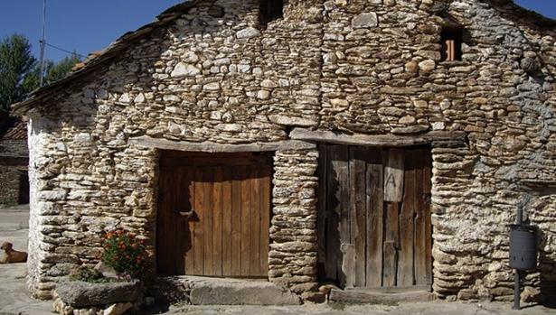 Zarzuela de Jadraque es un pequeño pueblo de la Sierra Norte de Guadalajara en el que sus pocos vecinos superan los 70 años