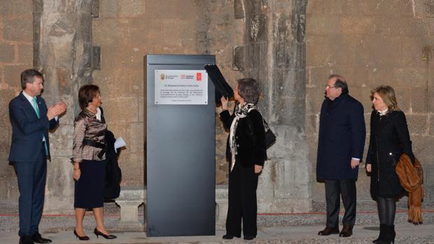 La reina doña Sofía revela este jueves una placa conmemorativa de su visita