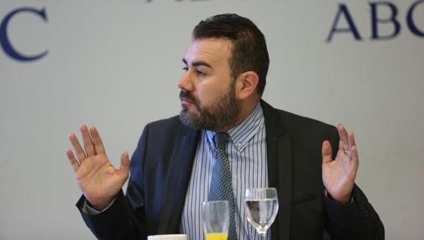 Miguel Ángel Galán avisa: «Averiguaremos si García Sanjuán dirige los entrenos, si baja al vestuario o si los domingos da la alineación»