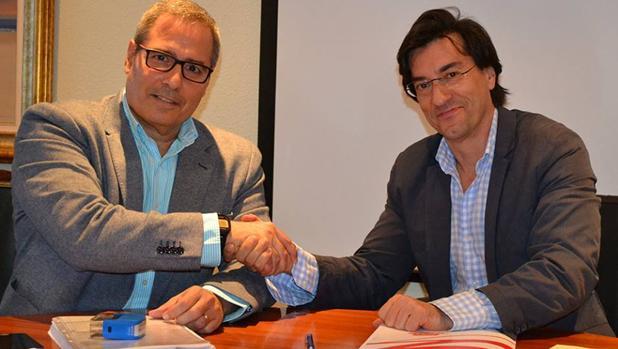 De Armas y Juan Madrigal, de FCC, en 2014, tras un acuerdo sobre el Complejo Deportivo Las Rehoyas