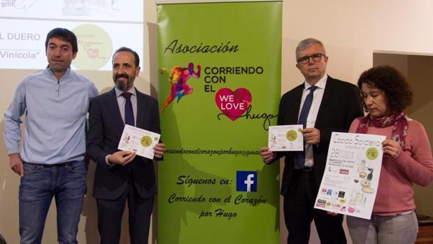 Raúl Vara (i) junto al diputado provincial, director del NH y la concejala de Servicios Sociales