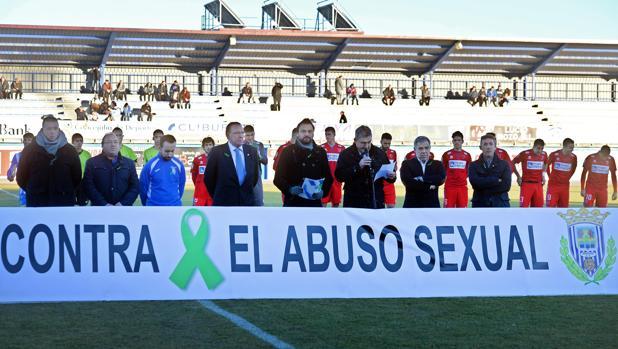 Acto contra los abusos sexuales previo a un partido de la Arandina contra el Numancia B