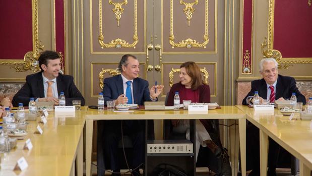 Salvador Navarro e Isabel Bonig, durante la reunión mantenida este viernes