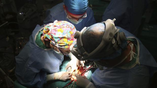 Personal sanitario en quirófano