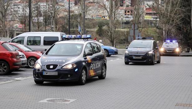 Imagen de archivo de dos coches de la Policía Nacional