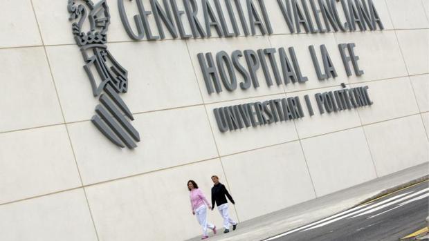 Hospital La Fe de Valencia, donde está ingresado el hombre atacado por los perros