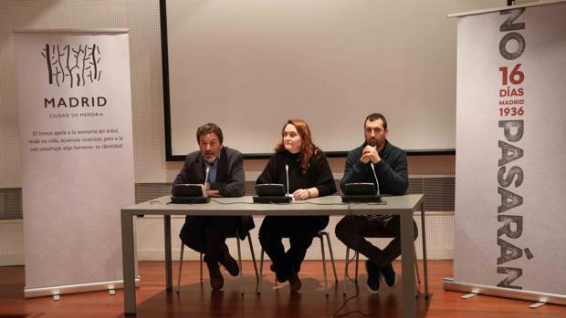 Mauricio Valiente junto con Gonzalo Berger y Tània Balló, comisarios de la exposición