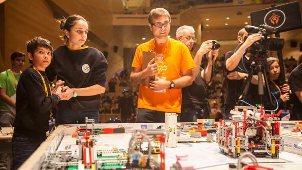 Juego del robot, una de las actividades organizadas por Hidraqua