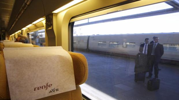 Tren AVE en su primer viaje de la línea Madrid-Castellón