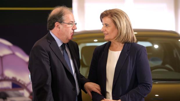 La ministra de Empleo y Seguridad Social, Fátima Báñez, junto al presidente de la Junta, Juan Vicente Herrera