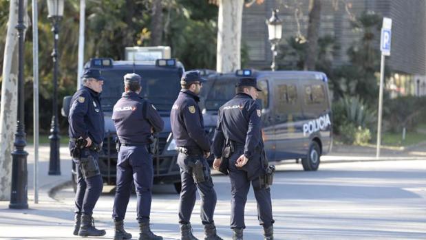 Varios agentes de Policía en las inmediaciones del Parlament, le semana pasada