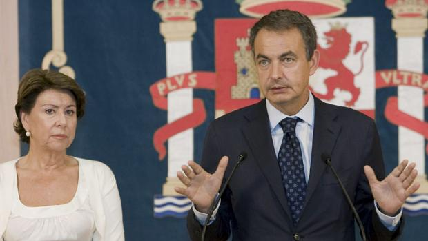 José Luis Rodríguez Zapatero y Magdalena Álvarez en 2008, tras un encuentro con las víctimas.