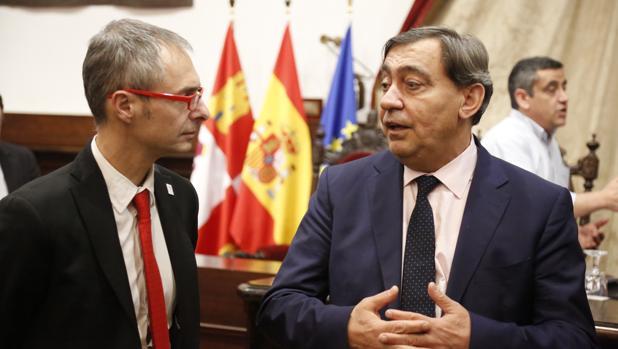 El fiscal General del Estado, Julián Sánchez Melgar, junto al rector de la Universidad de Salamanca, Ricardo Rivero