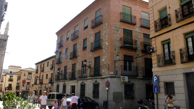 Los pisos estan ubicados en la calle Cardenal Cisneros