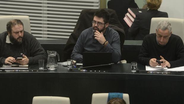 Sánchez mato, sentado ayer en el «gallinero» durante el Pleno