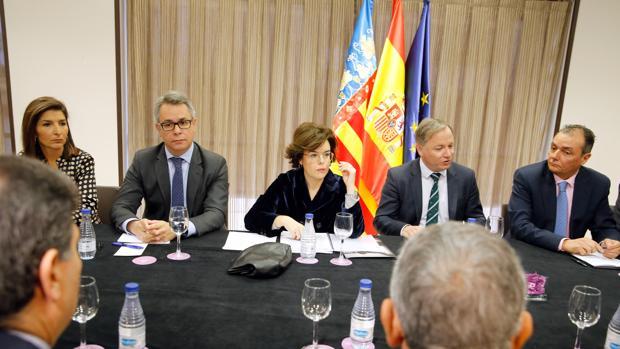 La vicepresidenta del Gobierno, Soraya Sáenz de Santamaría, durante la reunión con los empresarios