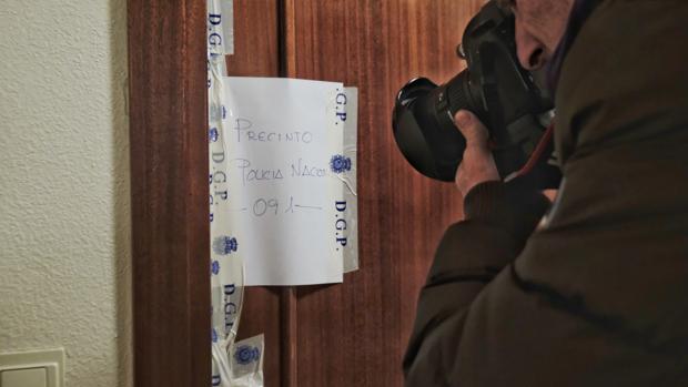 Precinto policial en el domicilio de la anciana fallecida en Valladolid presuntamente a manos de su hijo