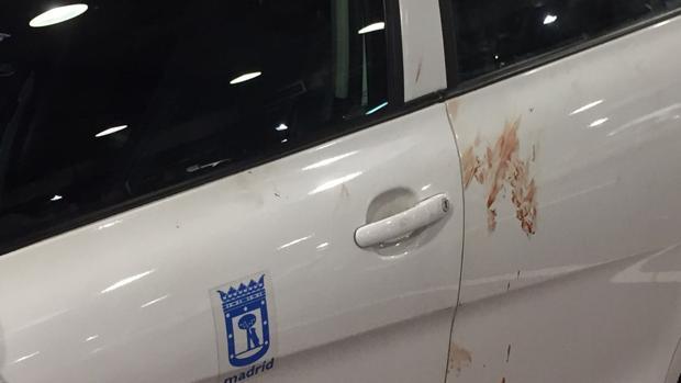 El taxi del suceso, manchado de sangre