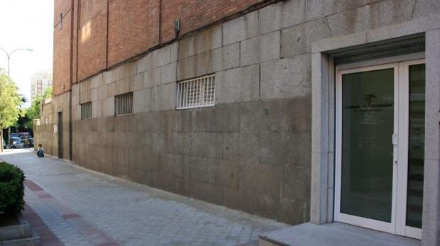 La puerta de la iglesia donde se encontró al bebé