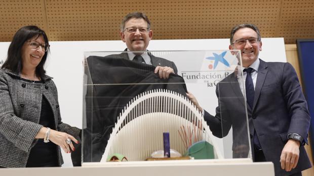 Ximo Puig , Elisa Duran, y Jaume Giró en la presentación del proyecto CaixaForum