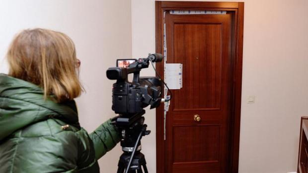 Vivienda precintada en Valladolid donde fue hallada sin vida la madre del detenido en Benidorm