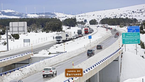 Imagen de archivo una carretera nevada