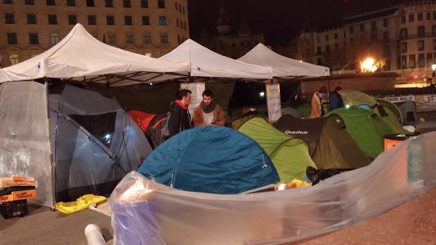Imagen del campamento instalado en plaza Cataluña