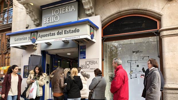 Imagen de archivo de una administración de lotería de Valencia