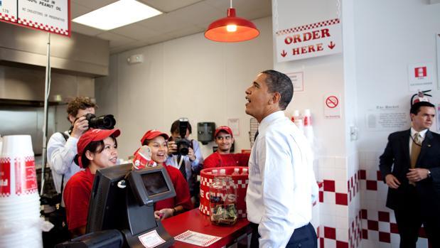 Barack Obama en el restaurante que la cadena tiene en Washington D. C.
