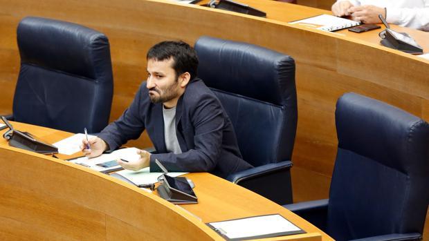 El conseller de Educación, Vicent Marzà, en las Cortes en una imagen de archivo