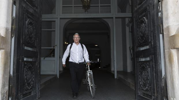 Imagen de Joan Ribó tomada su primer día como alcalde en junio de 2015