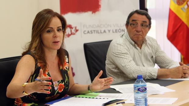 Silvia Clemente junto al alcalde de Villalar de los Comuneros, Luis Alonso Laguna, en una imagen de archivo