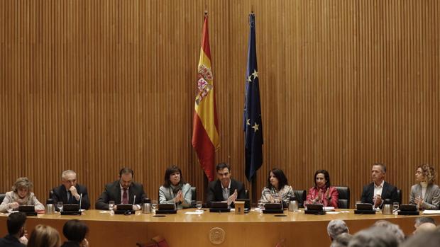 Pedro Sánchez ha presidido hoy en el Congreso de los Diputados una reunión con sus grupos parlamentarios en el Congreso y en el Senado