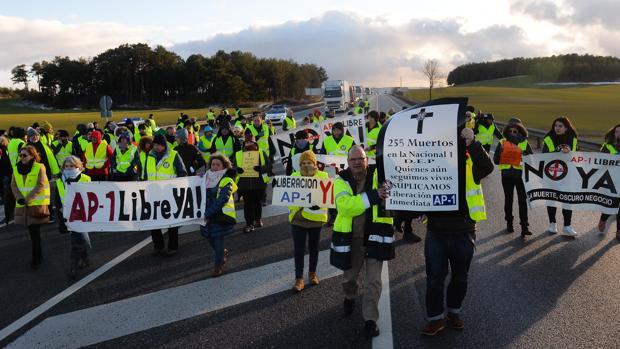 Protesta en la N-i para exigir la liberalización de la AP-1