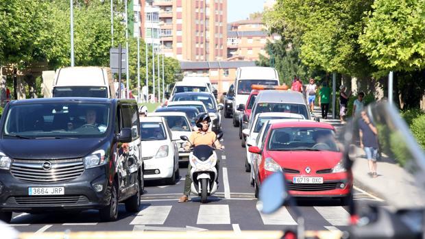 El centro de Valladolid, en uno de sus habituales atascos